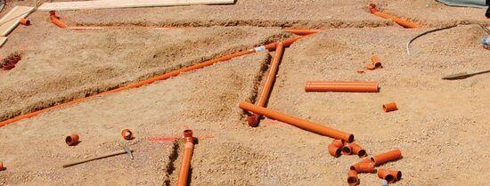 Instalacja sanitarna pod płyta fundamentową